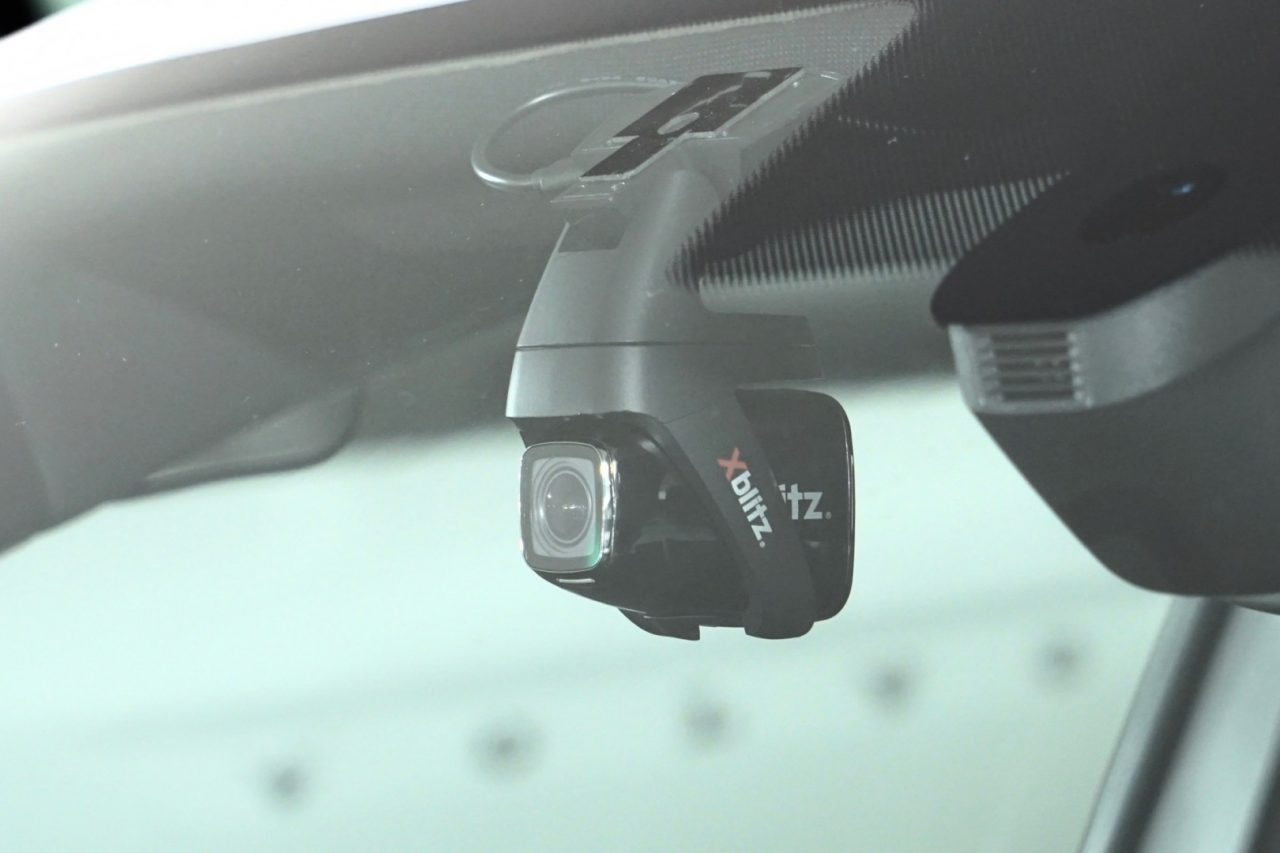 blitz-p500-dashcam-side